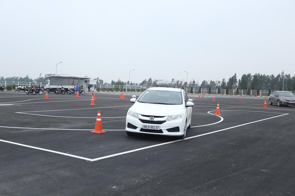 Đào tạo bổ túc tay lái cho khách hàng đã có bằng lái xe ô tô