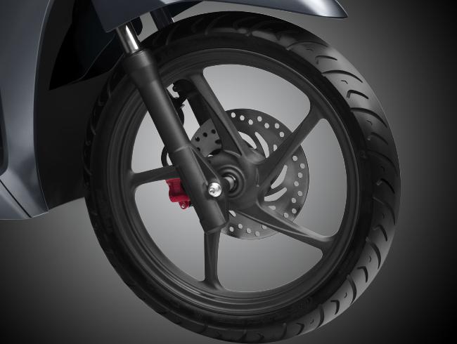 Bánh xe trước 16 inch thiết kế riêng biệt cùng thiết kế vành đúc mới nổi bật