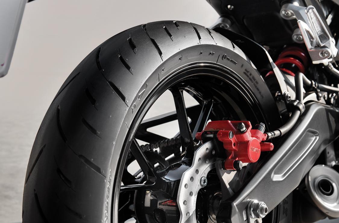 Lốp xe sau rộng 150 mm với độ ổn định cao