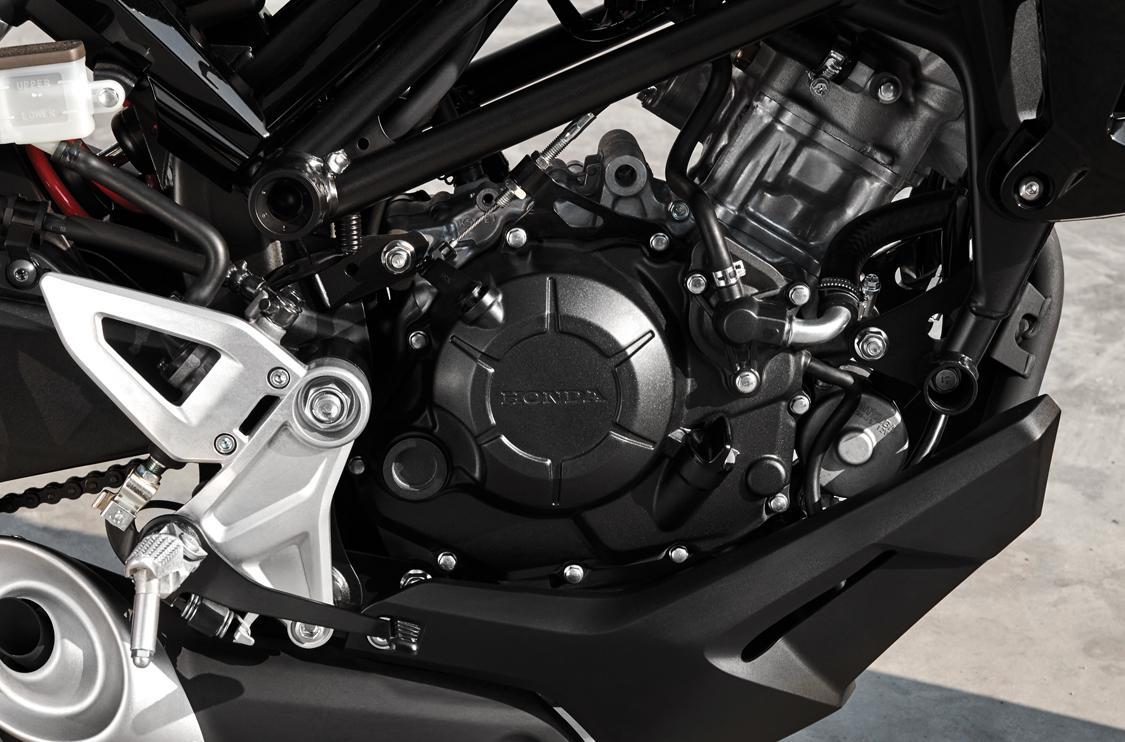 Động cơ 150cc DOHC 4 van mạnh mẽ