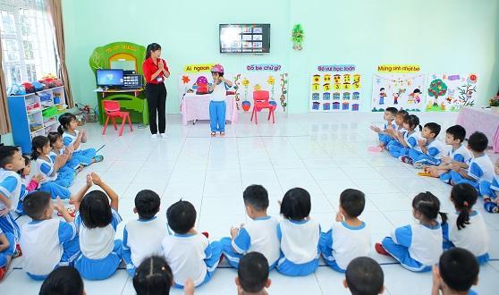 """""""Tôi yêu Việt Nam"""" phiên bản mới """"Vui giao thông"""" cuốn hút các bạn nhỏ  từ loạt phim phát sóng trên truyền hình đến hoạt động đào tạo trong trường học"""