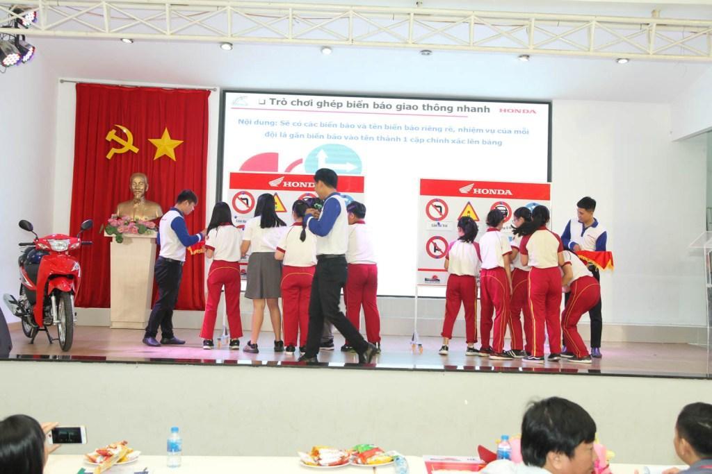 Giáo dục ATGT cho học sinh Trung học